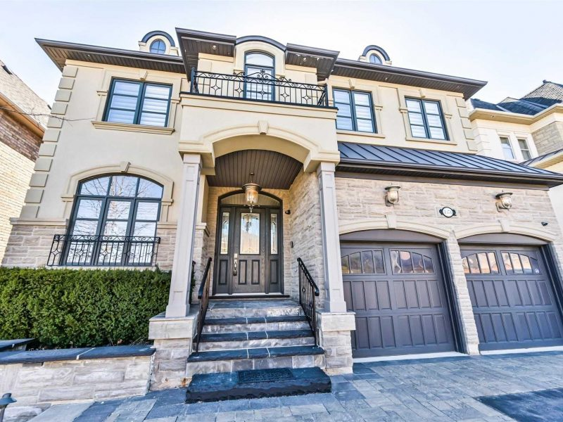 1374 Pinery Cres